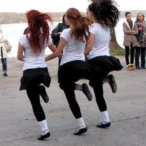 irski-ples-nastupi-irska-na-keju