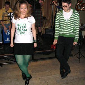 irski-ples-nastupi-tramvaj